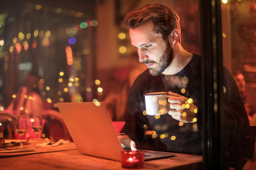 Man remote working - using AccountancyManager perhaps? Looks pretty happy about it.