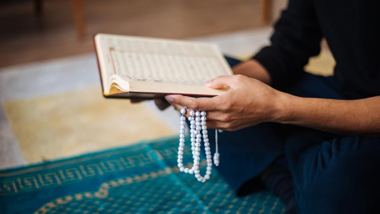 Ramadan: Muslim payer at home