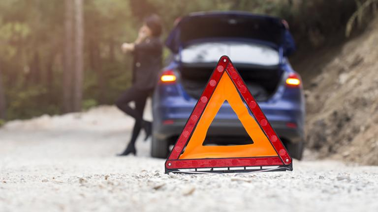 Car problems, red warning triangle!