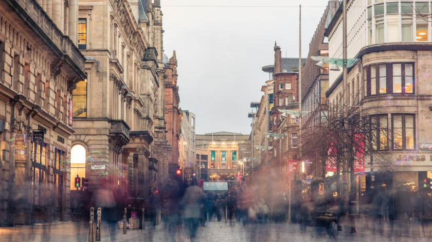 Blurred shoppers and commuters in Glasgow