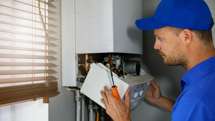 Maintenance and repair service engineer