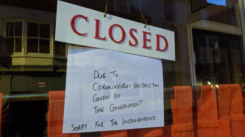 Closure sign hung in restaurant window due to Corona virus