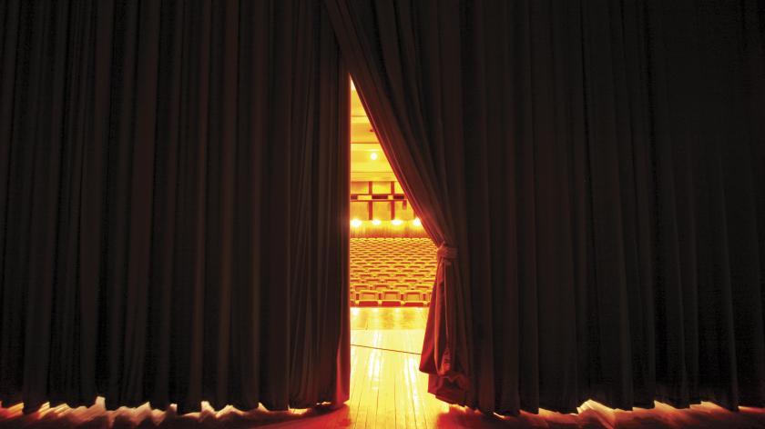 closing theatre curtains